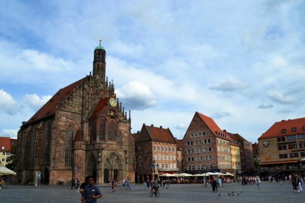 Hauptmarkt mit Frauenkirche