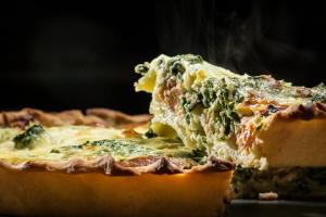 Tarte mit Wirsing und Käse überbacken