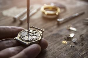 Reparatur einer Uhr
