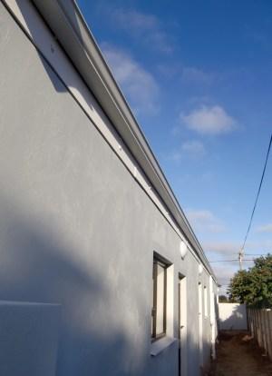 Die 28 m! lange Dachrinne an der Hinterseite des Hauses