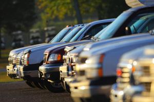 SUVs in einer Reihe