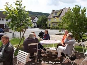 Vor dem alten Bauernhaus - Pegasus-001