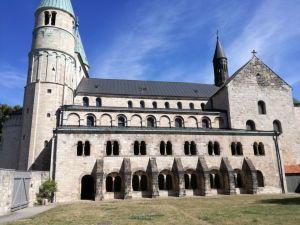Stiftskirche Gernrode von der Seite