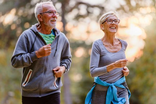 Seniorenpaar beim Joggen