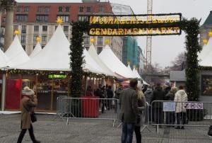 Eingezäunter Weihnachtsmarkt