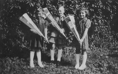Einschulung 1954 wir waren nur drei.