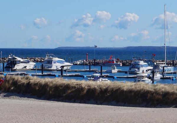 Blick von der Promenade auf ein Teil der Marina