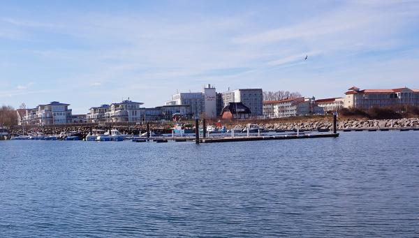 Blick auf die Gebäude an der Promenade