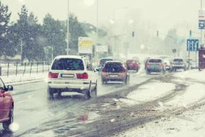 winterlicher Straßenverkehr