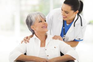Pflegerin bei Frau