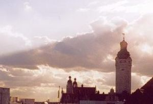 Das neue Rathaus im Gegenlicht