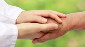 Zwei Hände reichen sich, © koszivu - fotolia.com