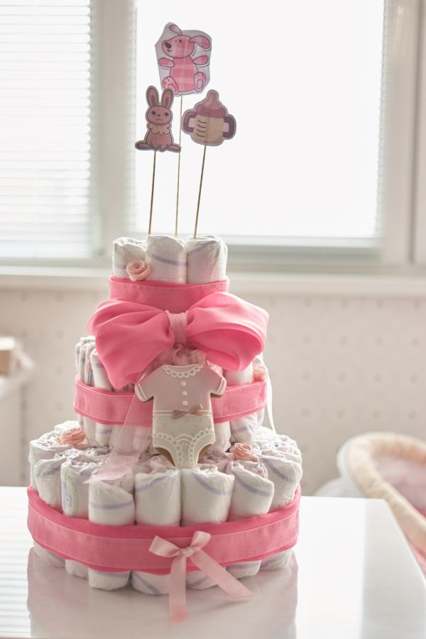 Torte aus Windeln geformt