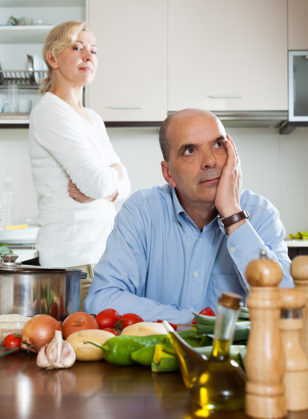 Paar in der Küche beim Streiten