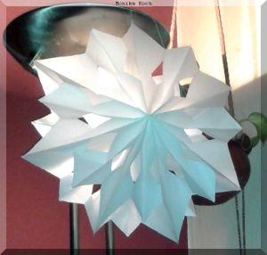 Stern aus Butterbrottüten gebastelt
