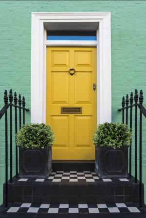 Türkisfarbene Eingangstür