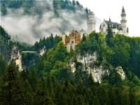 Schloss auf einem Felssporn