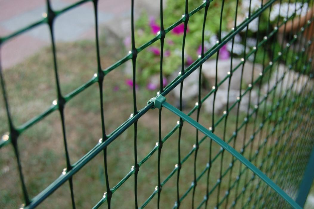 The Rete Plastic company is specialized in the supply and installation of nets and fences, in the construction of sports facilities and in online retail and wholesale selling