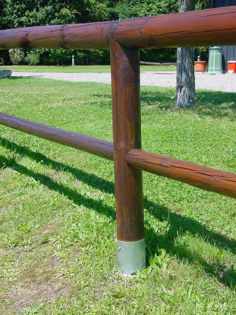 Vortek p i supporti per la posa dei pali in legno tondi for Vortek recinzioni