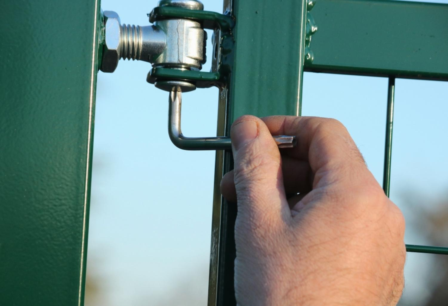 How to install a dual swing driveway gate