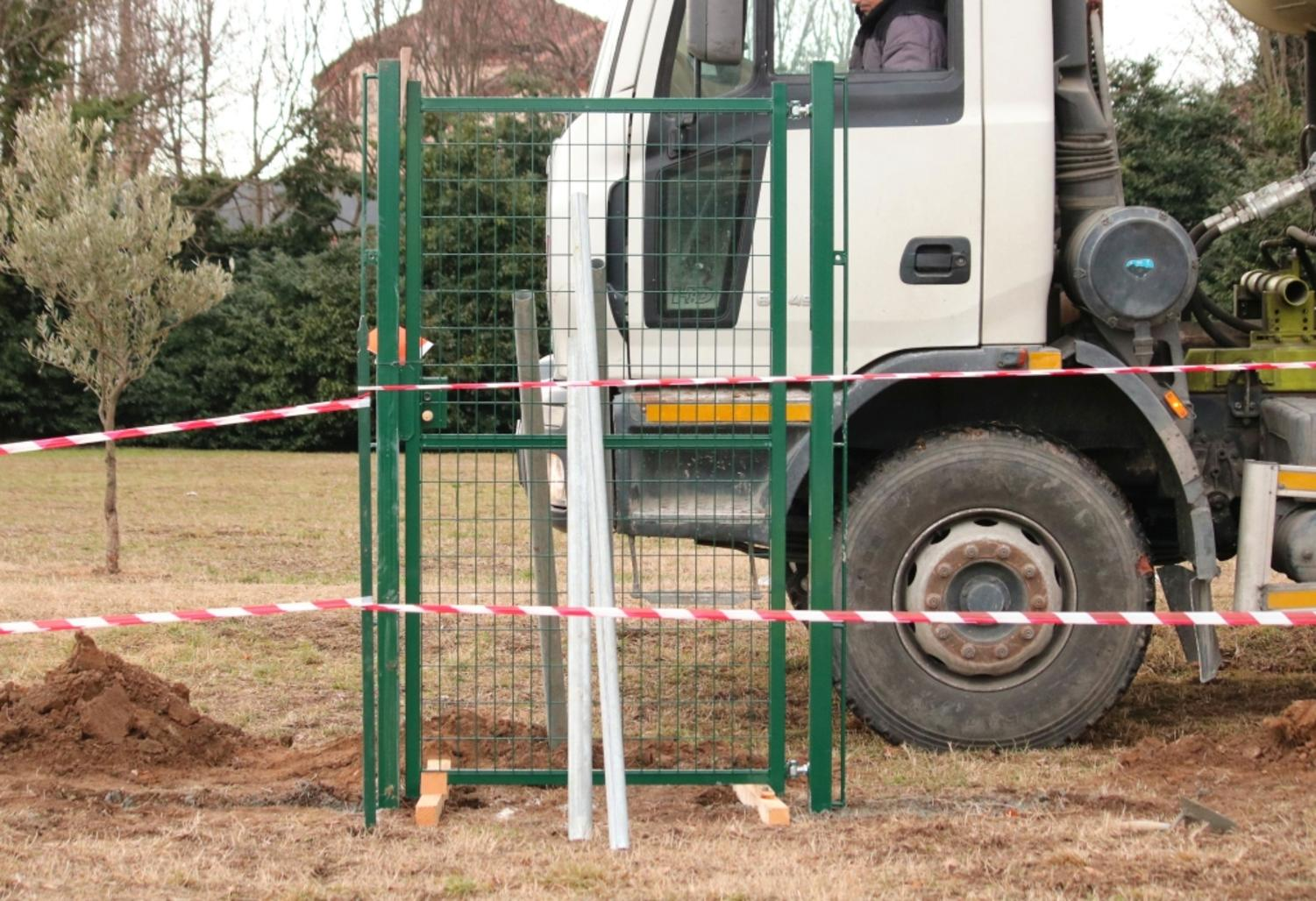 How to install a single wing walkway gate