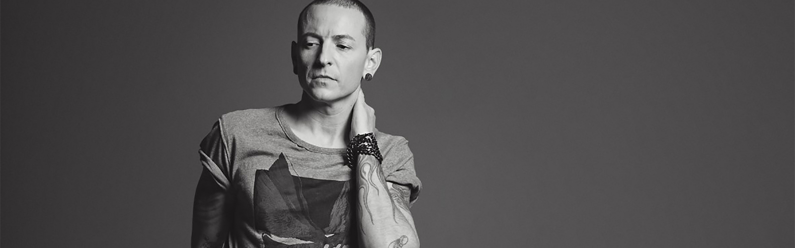 Famous react to Chester Bennington's Death