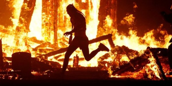 Death at Burning Man: man jumps into the fire