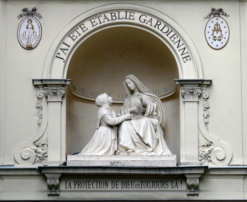 Sainte Catherine Labouré aux pieds de la Vierge Marie