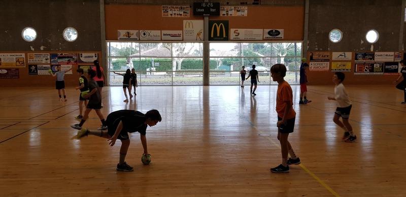 Entraînement de la classe handball du collège André Lahaye