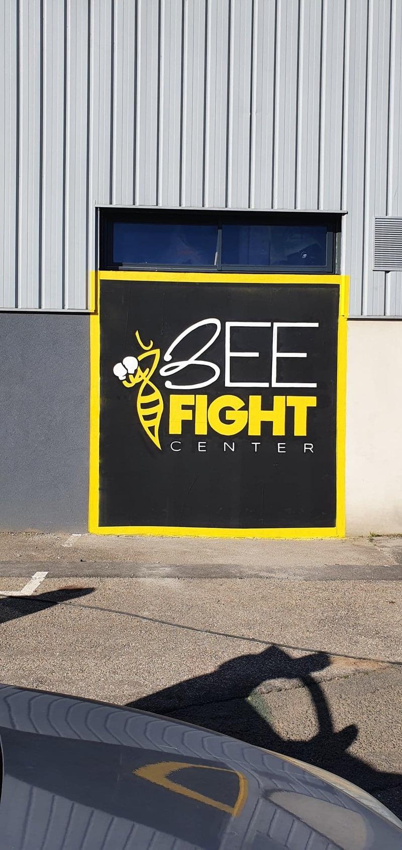 Mur extérieur BEE FIGHT Center
