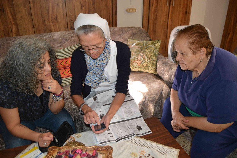 Les uns avec les autres - projets rosalie - les filles de la charité