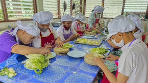 Happy cooking in Thailand  : 13 young disabled people trained to integrate
