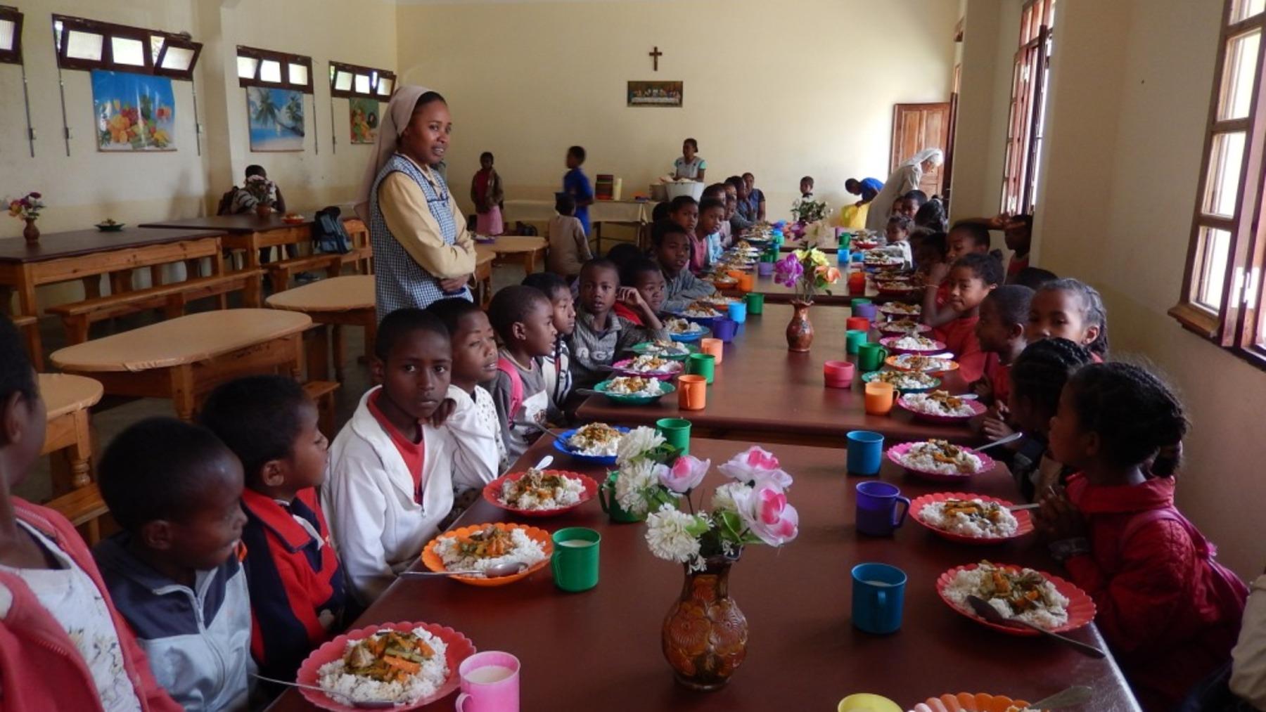 Une lueur d'avenir : Education & aide alimentaire aux enfants malgaches