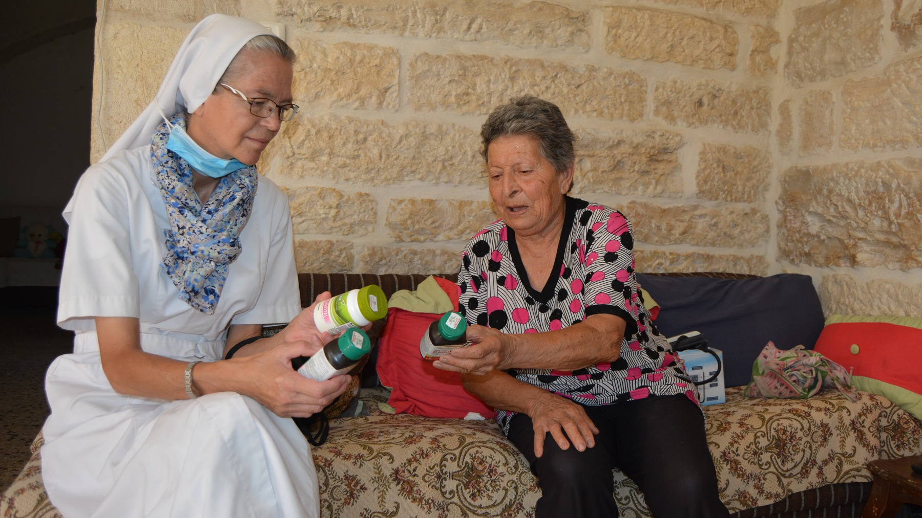 Les Uns avec les Autres : Aide médicale à Bethléem
