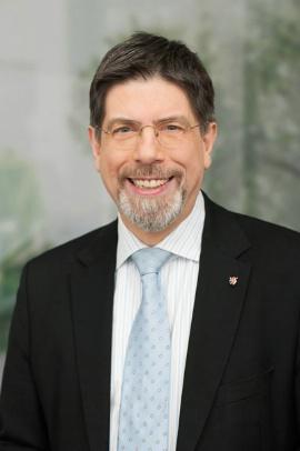 Portraitfoto von Gernot Grumbach