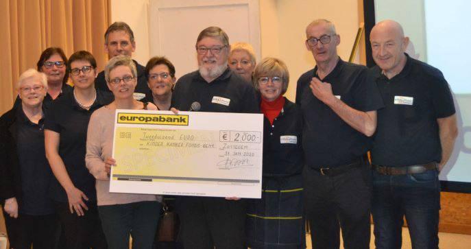 VtbKultuur Zottegem schenkt cheque aan Kinderkankerfonds UZ Gent