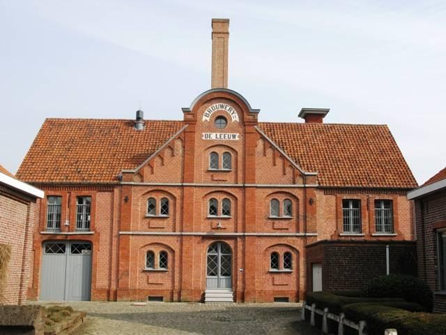 Bezoek aan het archief in de brouwerij De Leeuw in Aartrijke