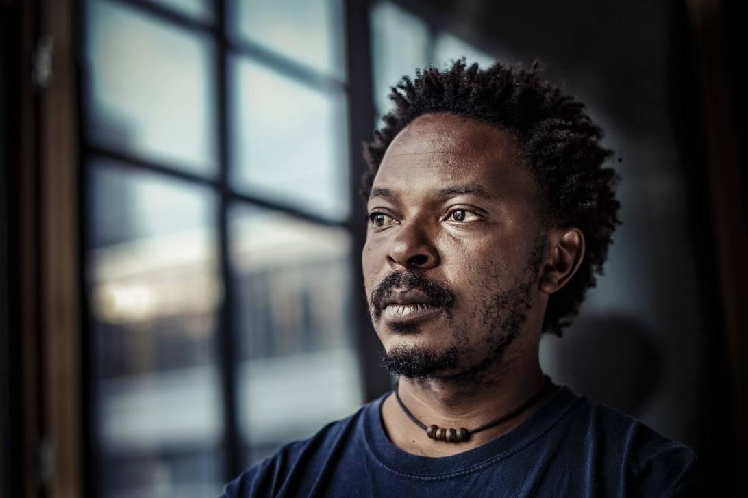 Congolese beeldend kunstenaar brengt werk naar Ieper