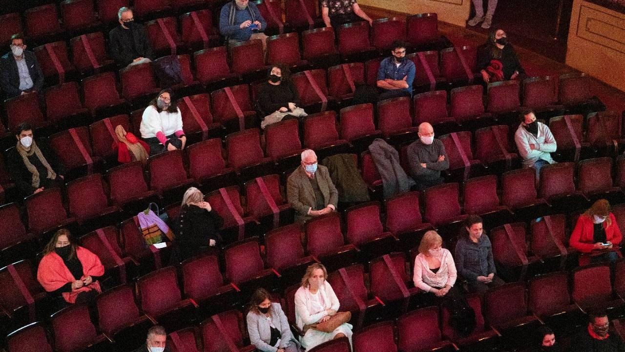 Theaterclub Brussel: samen afstand houden