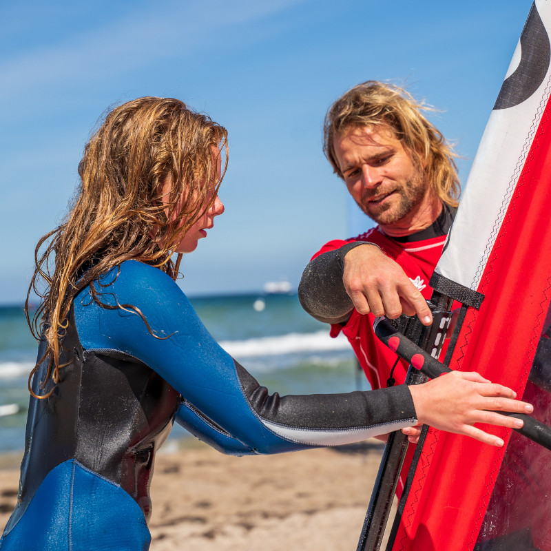 Surflehrer beim Surfkurs