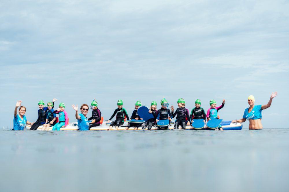 Gruppe beim Schwimmkurs in Warnemünde
