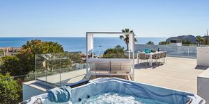 Villa in Santa Ponsa - Excellent property with stunning sea views (Thumbnail 1)