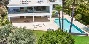 Villa in Santa Ponsa - Excellent property with stunning sea views (Thumbnail 2)