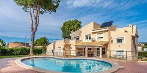 Villa in Santa Ponsa - Immobilie mit Ferienvermietungslizenz (Thumbnail 1)
