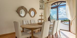 Sea view villa in excellent location in Nova Santa Ponsa (Thumbnail 3)