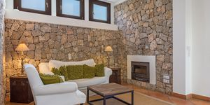 Sea view villa in excellent location in Nova Santa Ponsa (Thumbnail 6)
