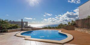Sea view villa in excellent location in Nova Santa Ponsa (Thumbnail 1)