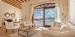 Sea view villa in excellent location in Nova Santa Ponsa (Thumbnail 4)