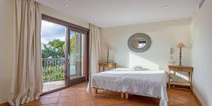 Sea view villa in excellent location in Nova Santa Ponsa (Thumbnail 10)