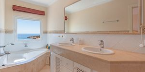 Fantastic penthouse for sale with sea views (Thumbnail 5)